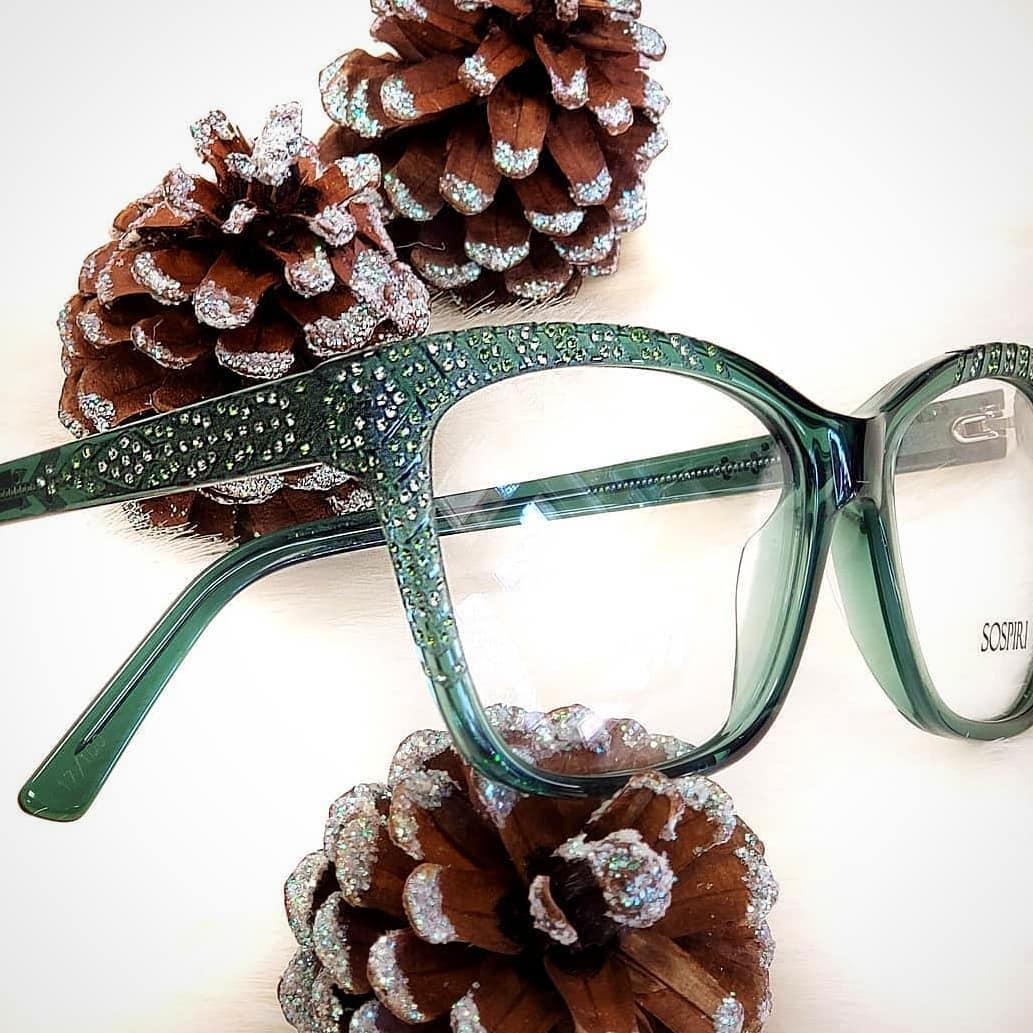 Green sparkly frame.